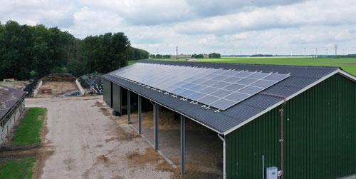 Zonnepanelen op golfplatendak met SolarStell rails en golfclips