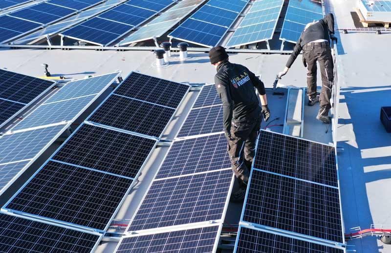 Installatieteam-zonnepanelen-voor-de-zakelijke-markt